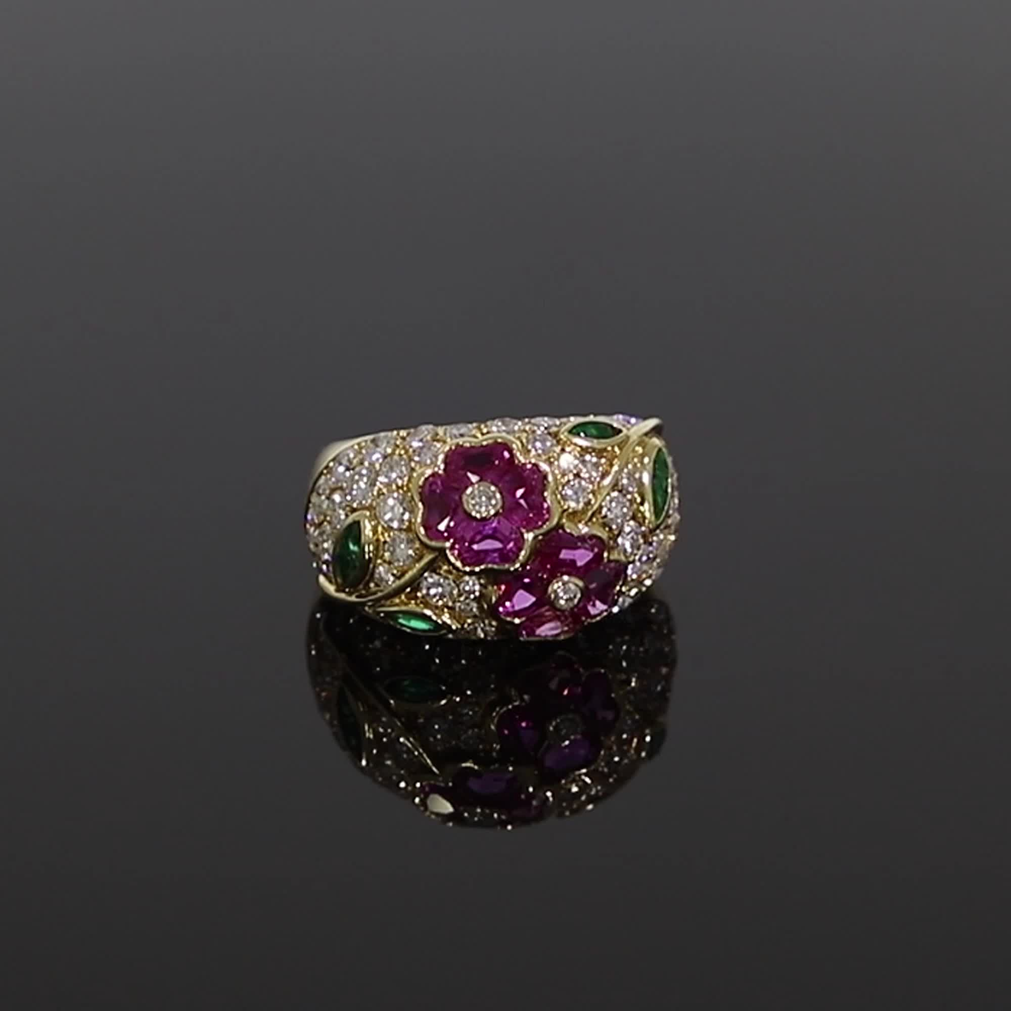 Contemporary Van Cleef & Arpels Floral Ring<br /> 4.40CT in Yellow Gold