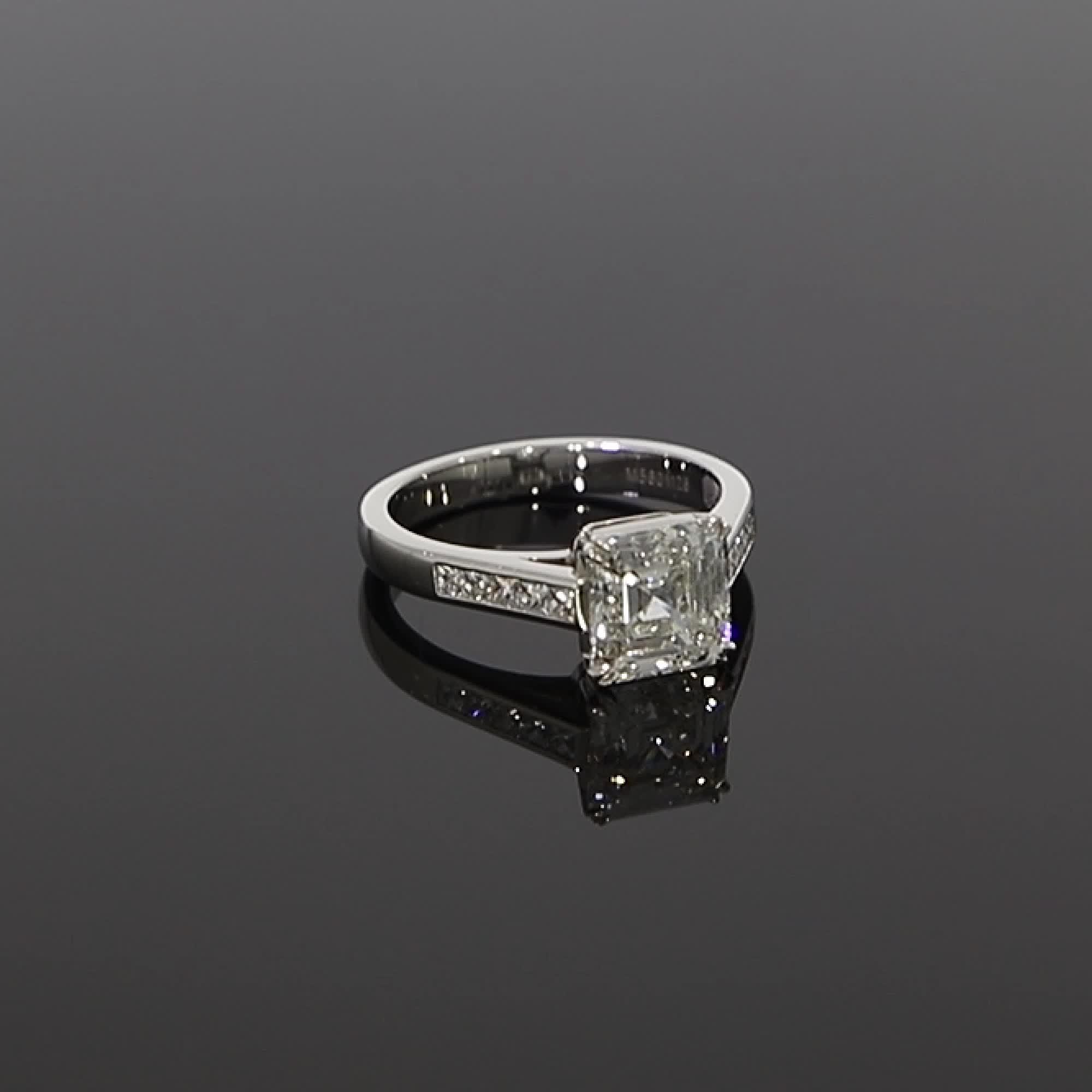5601126_v Asscher Cut with a Diamond Band_501