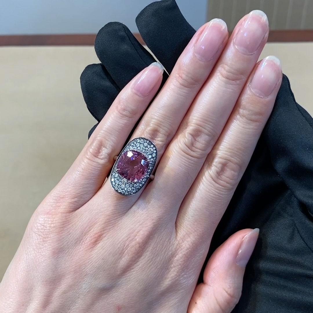 5611091_v510 Cushion Cut with a Diamond Surround_510