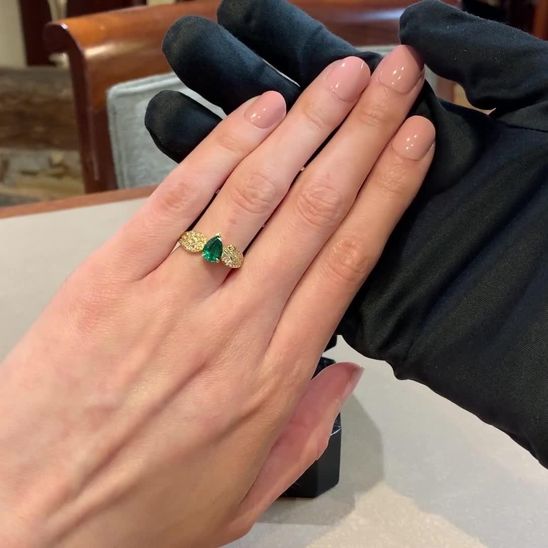 Tiara Pear Cut Emerald and Brilliant Diamond Ring <br /> 1.13ct in Yellow Gold