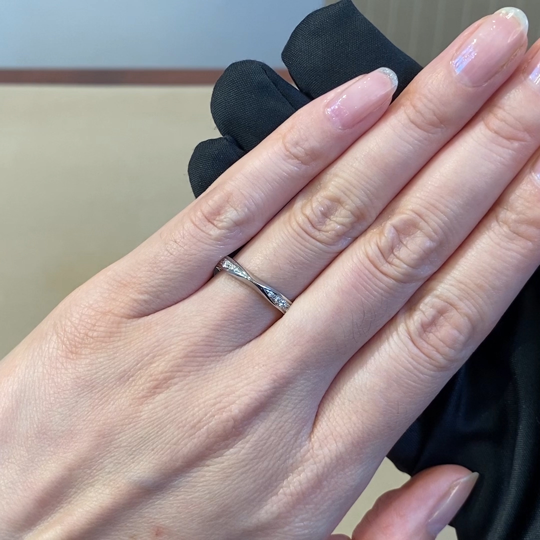 Round Brilliant Cut Diamond Tapered Ring<br /> 0.15CT in Platinum