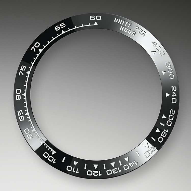 A key part of the model's identity is the bezel engraved with a tachymetric scale for measuring average speeds of up to 400 miles or kilometres per hour. Blending of high technology with sleek aesthetics, the black bezel is reminiscent of the 1965 model that was fitted with a black Plexiglas bezel insert.